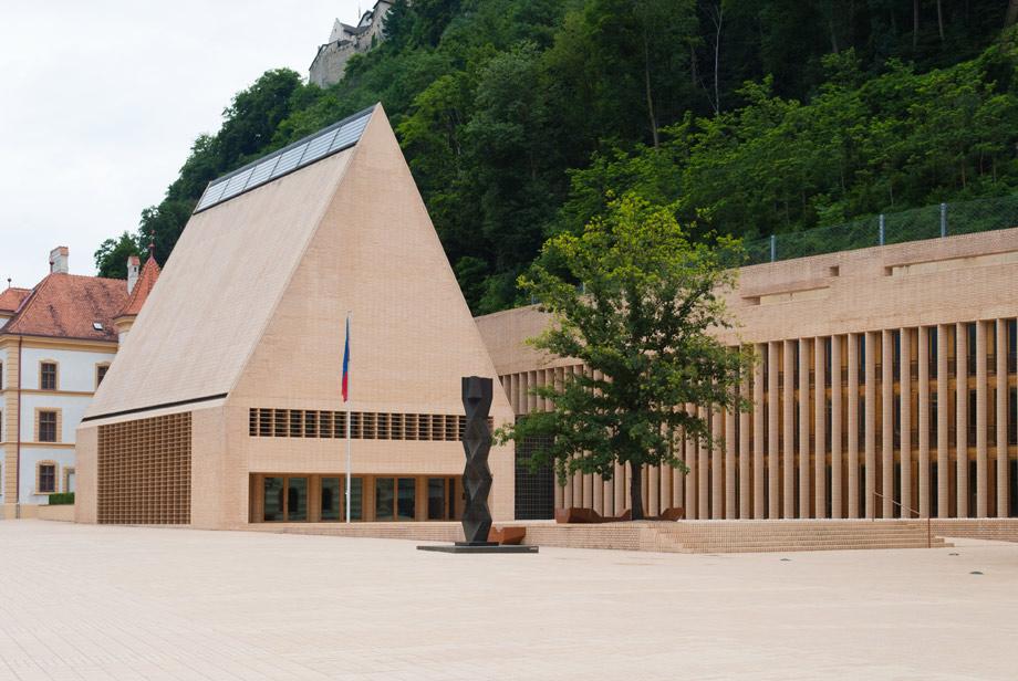 _DSC6808-bew-Liechtenstein-parlementsgebouw